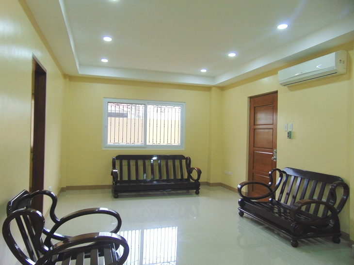 4-bedrooms-house-high-ceiling-in-mabolo-cebu-city-semi-furnished