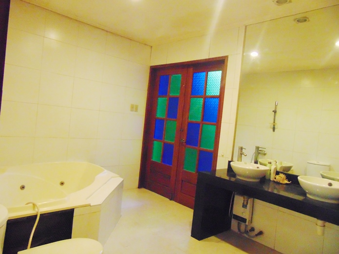 4-bedroom-bungalow-house-with-swimming-pool-for-sale-in-banilad-cebu-city