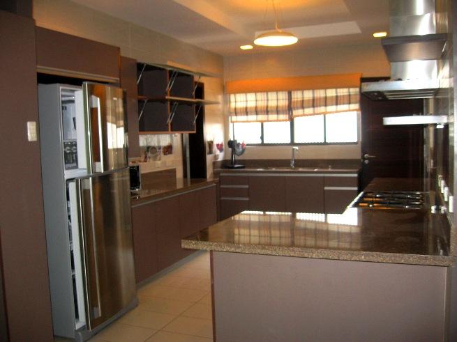 house-in-banilad-cebu-city-5-bedroom-and-spacious