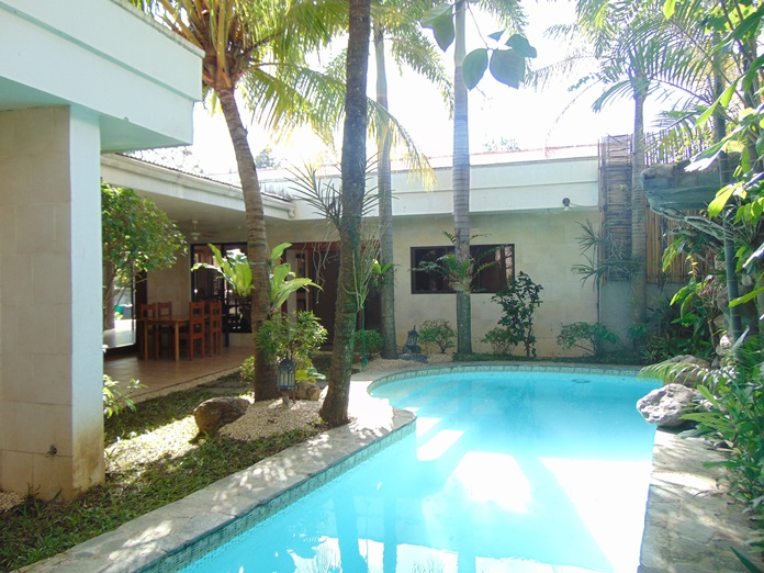 4 Bedroom Bungalow House with Swimming Pool for Rent in Banilad, Cebu City