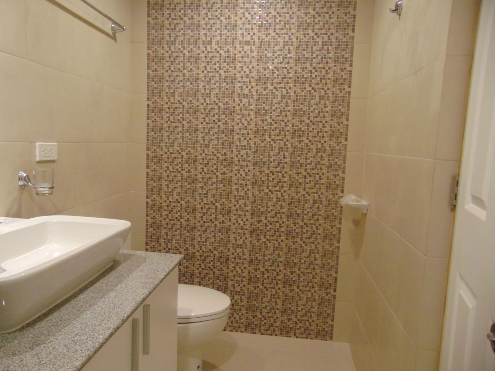 5-bedroom-newly-built-house-in-punta-princesa-cebu-city-with-4-suv-car-parking