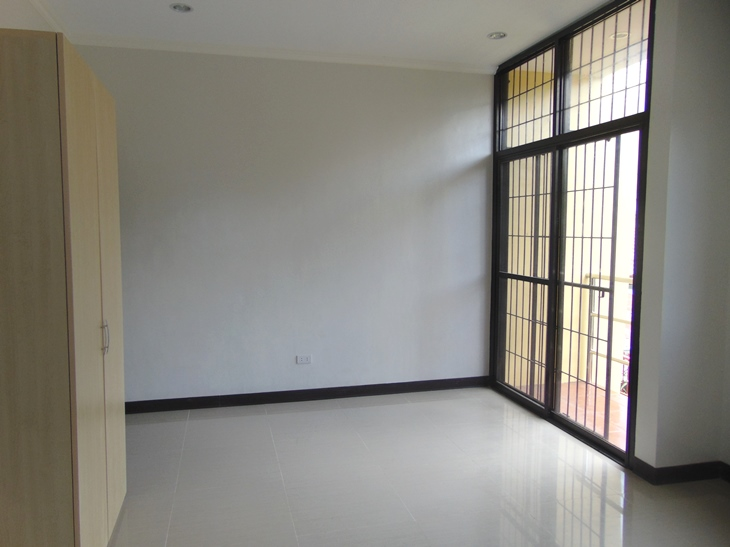 3-bedrooms-apartment-located-in-lahug-cebu-city-un-furnished