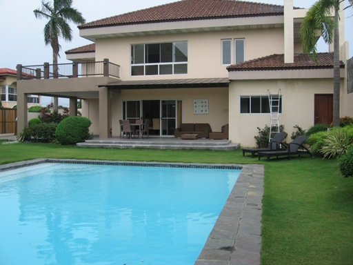 4 Bedrooms House and Lot with swimming pool in Maribago Lapu-Lapu City