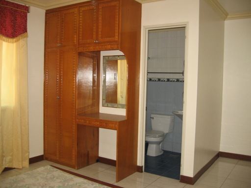 executive-apartment-located-in-banilad-cebu-city-3-bedrooms-furnished