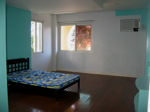 spacious-house-for-rent-in-banilad-cebu-city-5-bedroom-semi-furnished