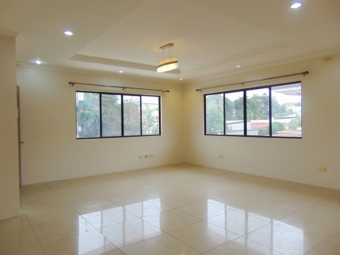 2-bedrooms-un-furnished-house-for-rent-in-banilad-cebu-city