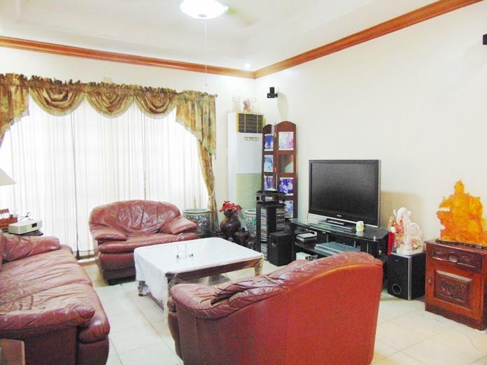 4-bedroom-house-located-in-banawa-cebu-city-semi-furnished