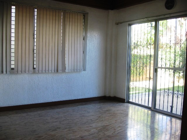 4-bedrooms-house-in-banilad-cebu-city-unfurnished
