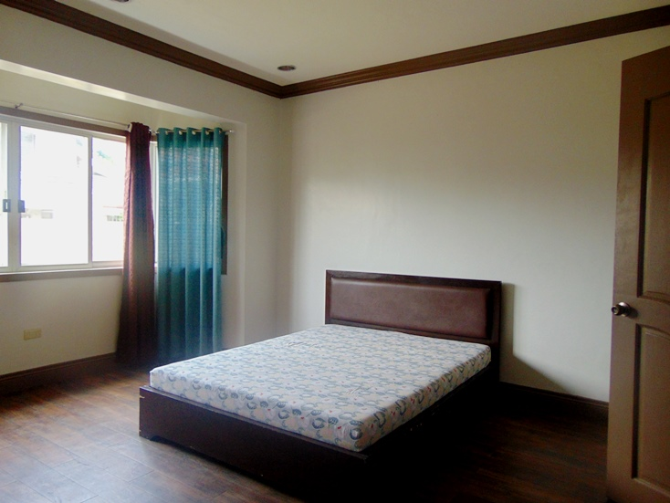 bungalow-house-4-bedroom-for-rent-in-banilad-cebu-city-semi-furnished